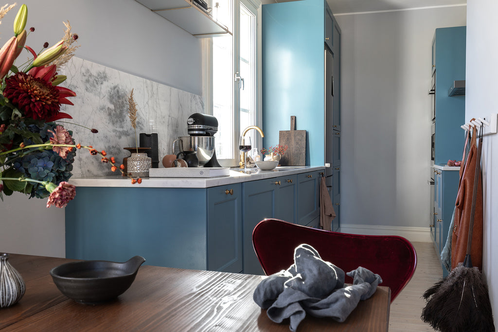 Eating area and Kitchen in Swedish apt. with beautiful colour
