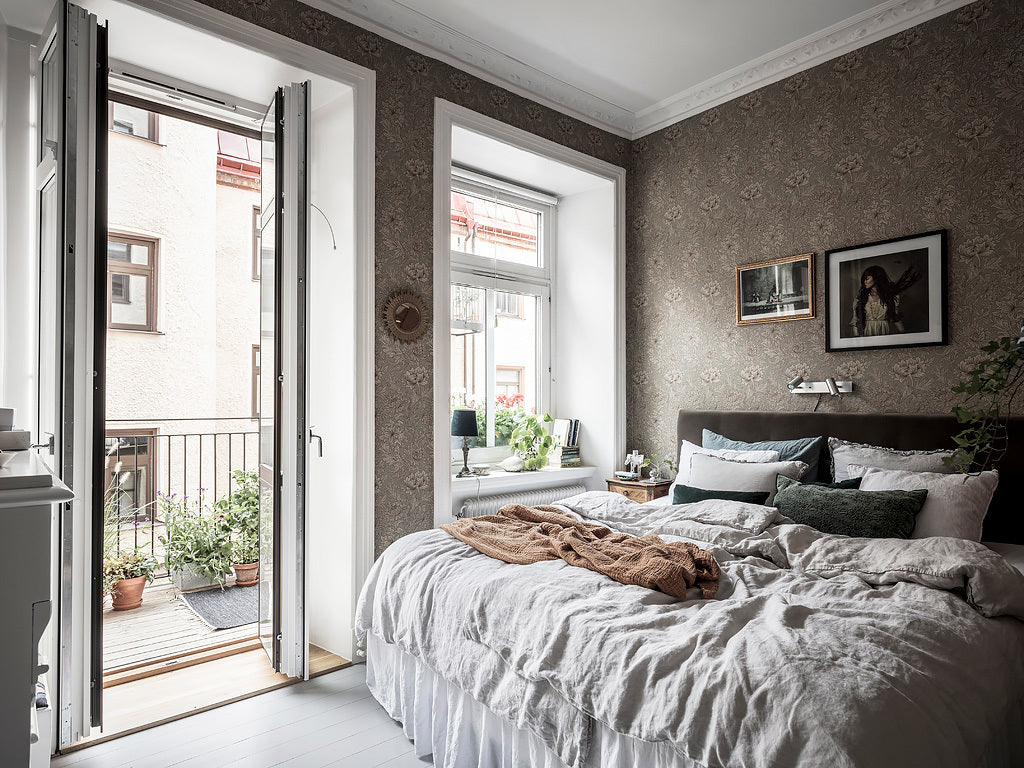 Cosy Swedish bedroom with balcony