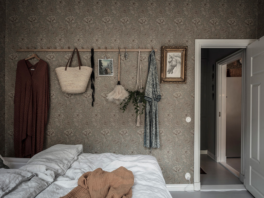 Swedish Bedroom with gorgeous wall paper