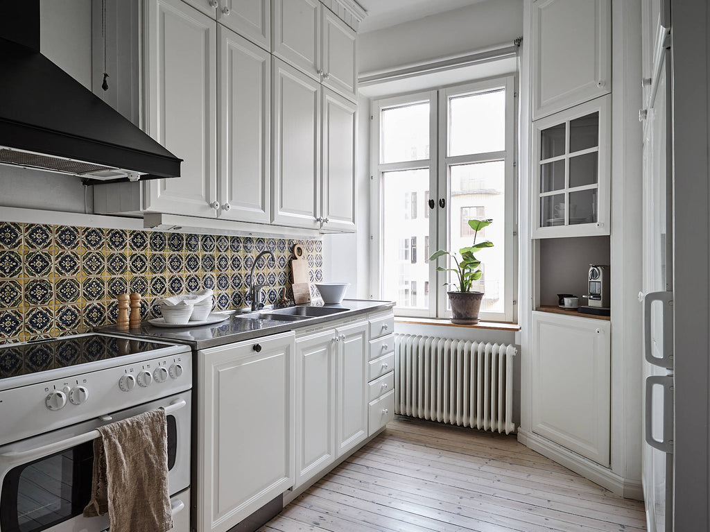 Kitchen with lovely tiles in Gothenburg apt. | Kungshöjdsgatan