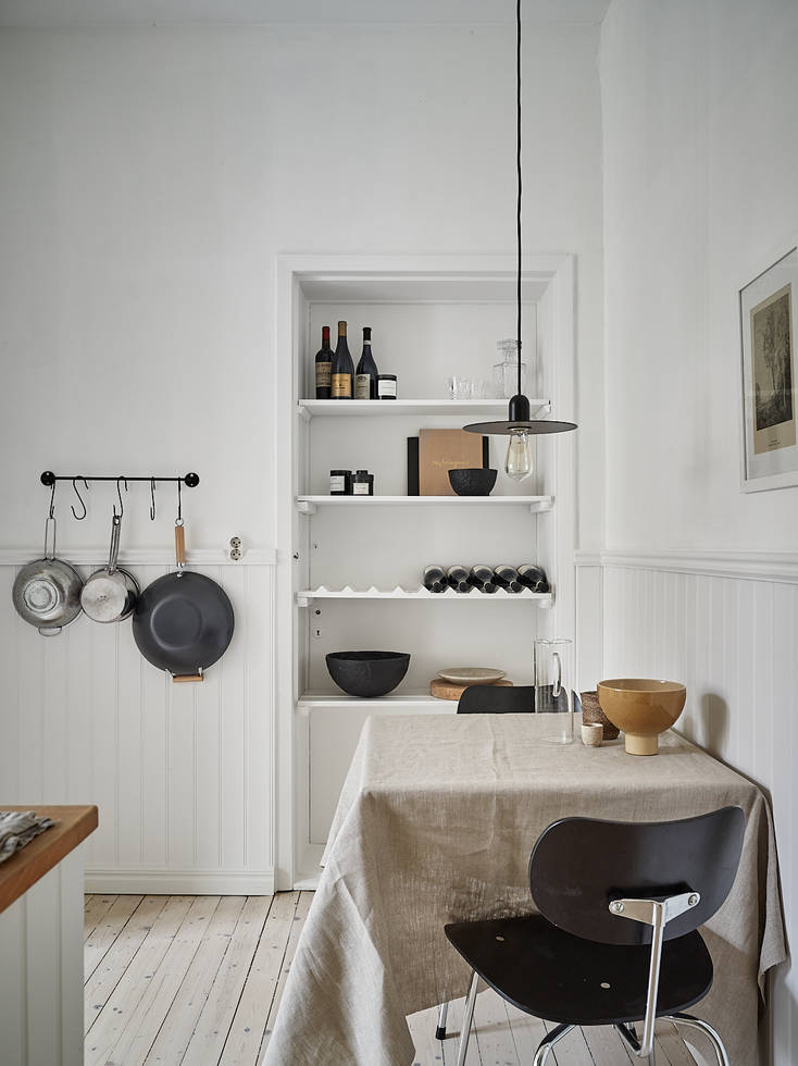Kitchen with soft neutral tones in Gothenburg Kungshöjdsgatan