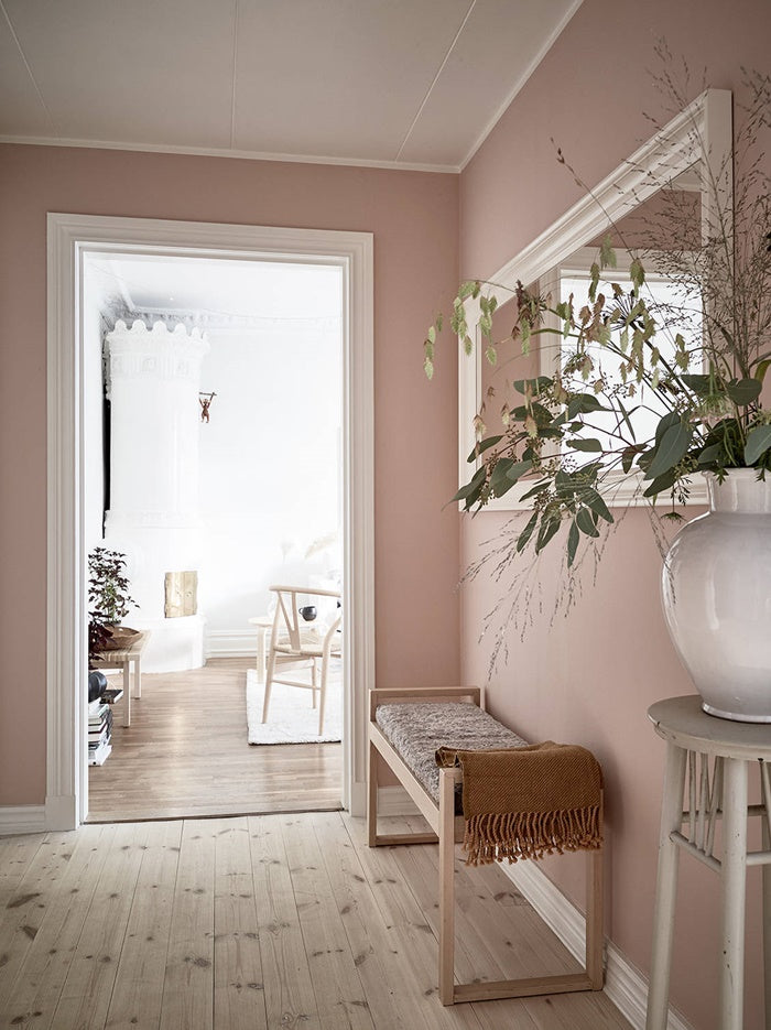 Beautiful pastel pink in entry way of Swedish apartment