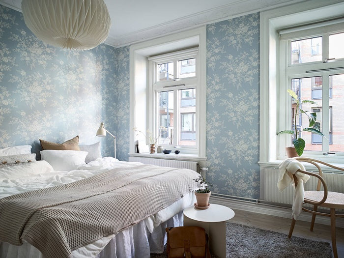 Beautiful airy wall paper in Swedish apartment
