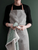Ferm Living Grey apron with leather straps | grøn + white 2