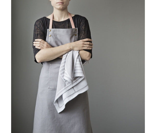 Ferm Living Grey Apron with leather straps |Grøn + White