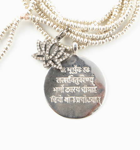 DIAMOND LOTUS WITH GAYATRI MANTRA