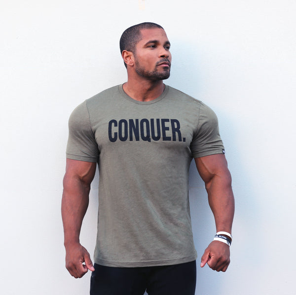 "Total Alpha ""CONQUER"" - Tee-Olive"