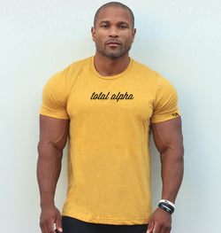 TOTAL ALPHA SIGNATURE TEE-MUSTARD