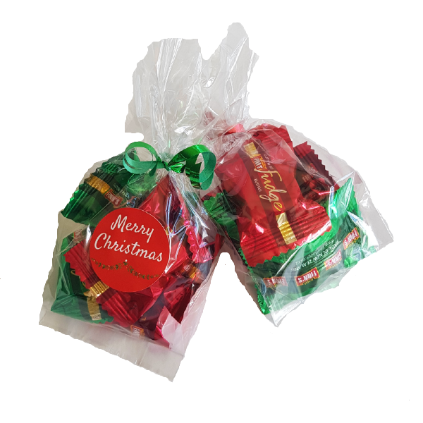 Cellophane bags filled with finns fudge in Christmas colours