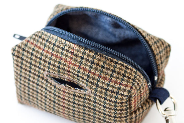 Stylish and refined poo bag dispenser in houndstooth with chambray lining | oxforddogma.com