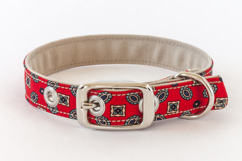 Traditional Dog Collar with metal buckle in red with floral motif | oxforddogma.com