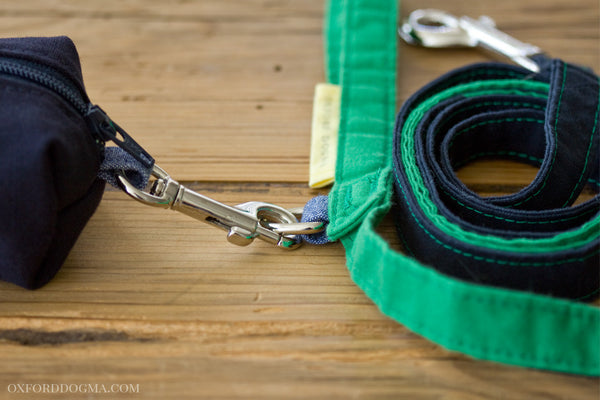 Classic cotton leash has a metal accessory ring for attaching a bag dispenser | oxforddogma.com