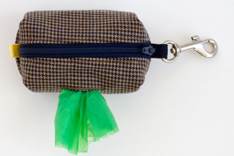 Road Trip Leash Pouch in Brown Houndstooth with Plaid Lining | oxforddogma.com