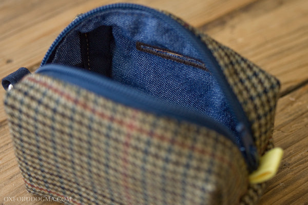 Road Trip leash pouch chambray lining | oxforddogma.com