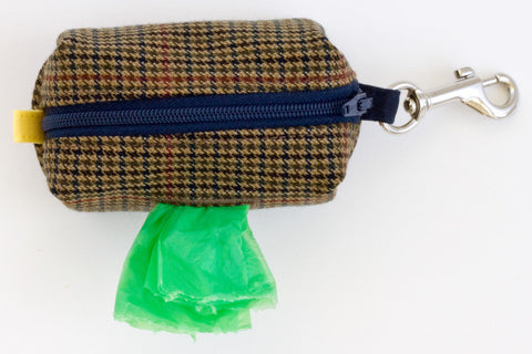 Road Trip Leash Pouch in Brown Houndstooth with Chambray Lining | oxforddogma.com