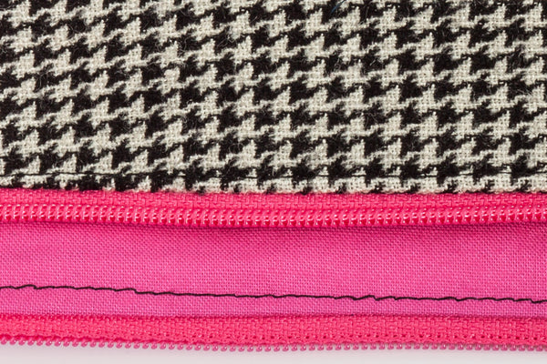 Road Trip leash pouch black and ivory houndstooth exterior with lining in bright pink | oxforddogma.com