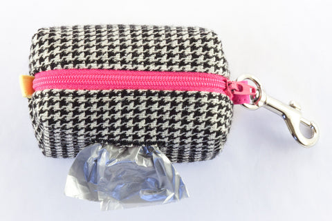 Road Trip Leash Pouch in black and ivory houndstooth | oxforddogma.com
