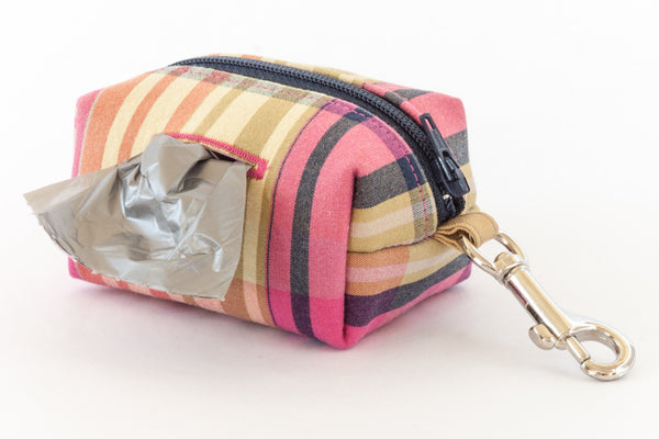 The Road Trip Leash Pouch hooks onto the Park Standard Leash accessory ring | oxforddogma.com