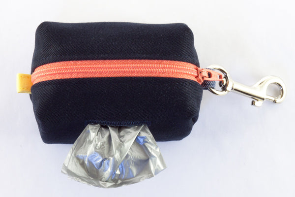 Be prepared on the go with a stylish and refined clip-on poo bag dispenser | oxforddogma.com
