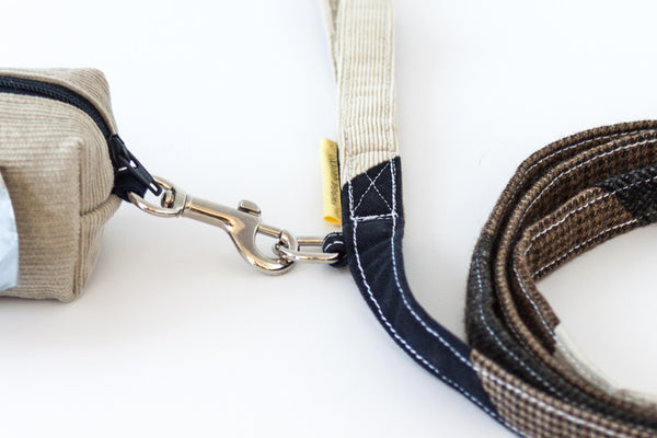 The Mutt Love dog leash for small and medium dogs has a metal accessory ring for attaching a bag dispenser | oxforddogma.com