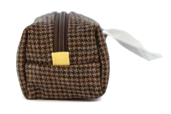 Pull out a bag for cleaning up after your dog with this handcrafted brown houndstooth clip-on bag dispenser | oxforddogma.com