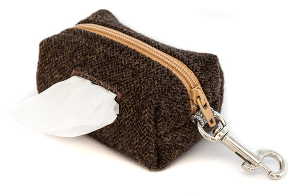 This handcrafted poo bag dispenser clips onto your leash so it's always handy | oxforddogma.com