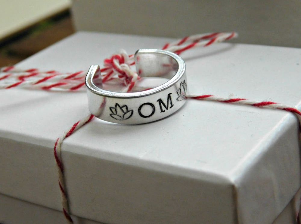 Om Ring Mindfulness Mantra Ring Lotus Custom Gift Yogi Zen Buddhist Meditation Tool Meditate Stamped Adjustable Band Cuff Silver Unisex