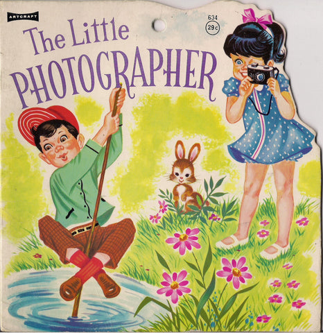 The LITTLE PHOTOGRAPHER Artcraft No. 634 Illustrated Die Cut Childrens Kid Book Photography N. V. Gebr. Keesmaat, 1967