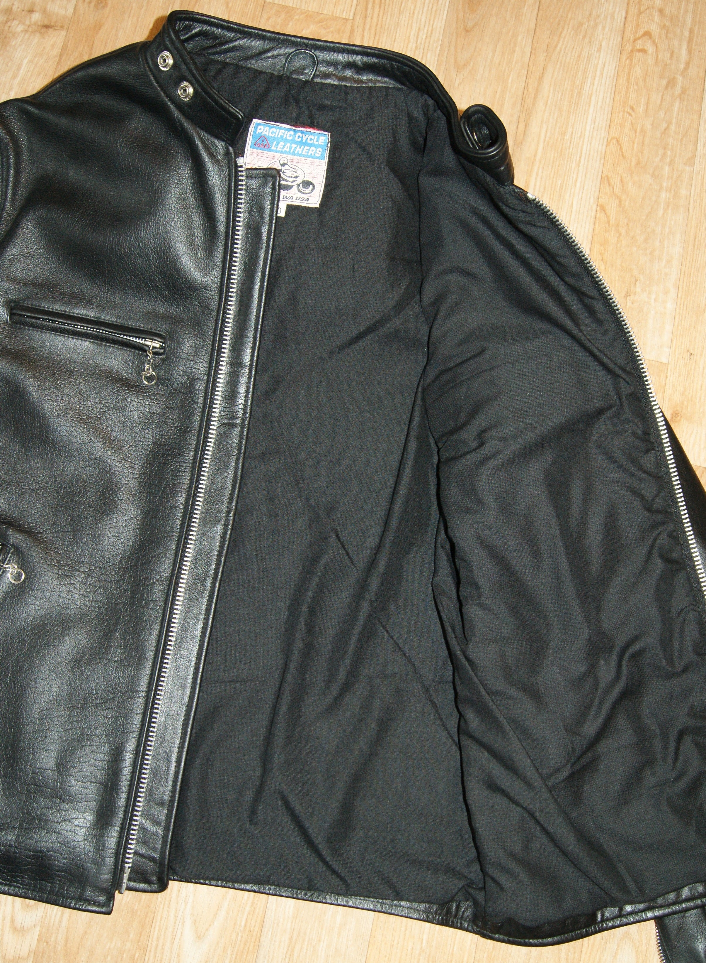 Pacific Cycle Four-Pocket, size 40, Black Cowhide
