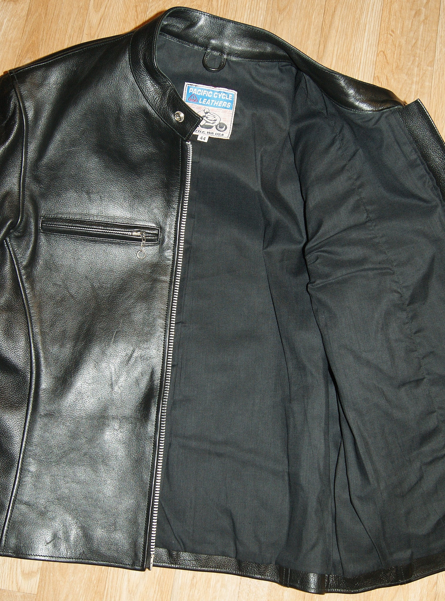 Pacific Cycle Two-Pocket, size 44, Black Cowhide