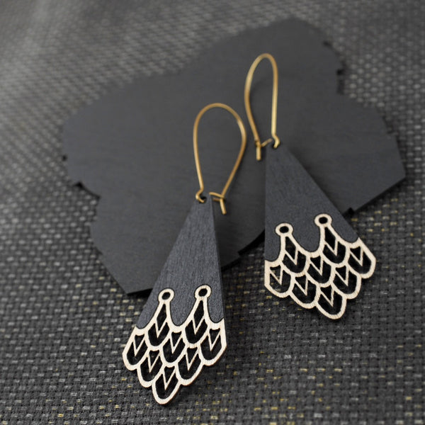 Birch-earrings-Aquila-Pimelia-birch-ecofriendly-sustainable-Jewellery-laser-cut-light