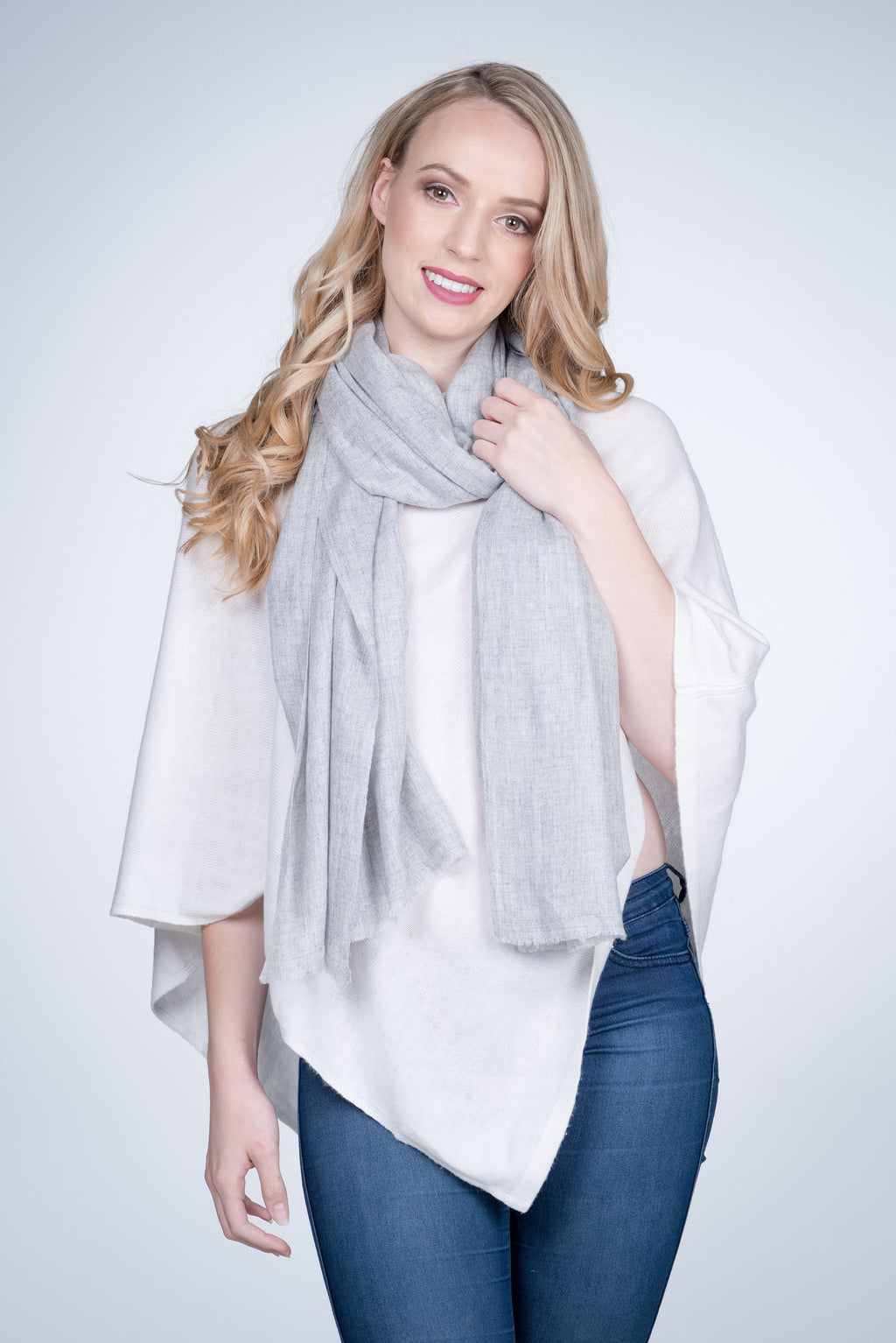 Nine Yaks Natural Cashmere Shawl - Light Grey -Accessories