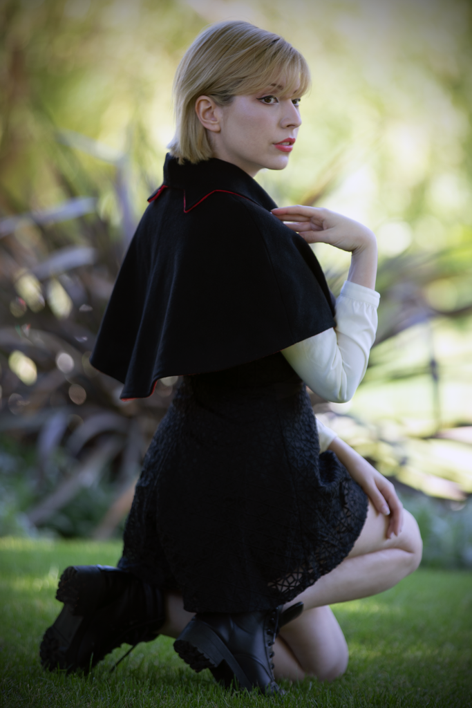 Collared Capelet (GRN&BLCK) - Button Fox