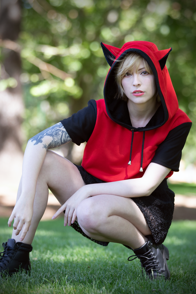 Hooded Crop Top (RD&BLCK) - Button Fox