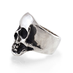 side view of sterling silver skull ring