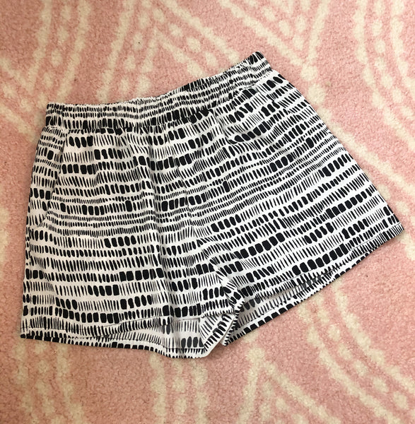 Casual 'N Cute Black And White Shorts