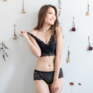 Flutter In Lace! Comfy Push Up Wireless Bra in Black (Size S & M only)