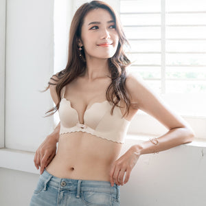 Ultra Smooth Scallop Push Up Wireless Bra in Nude