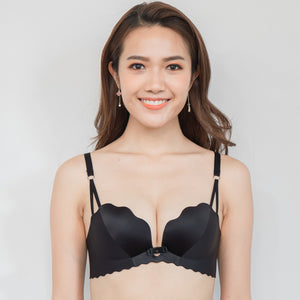 Ultra Smooth Scallop Push Up Wireless Bra in Black