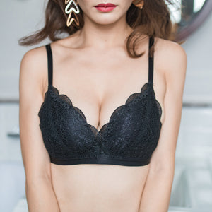 Total Comfort Everyday Wireless Push Up Bra in Black