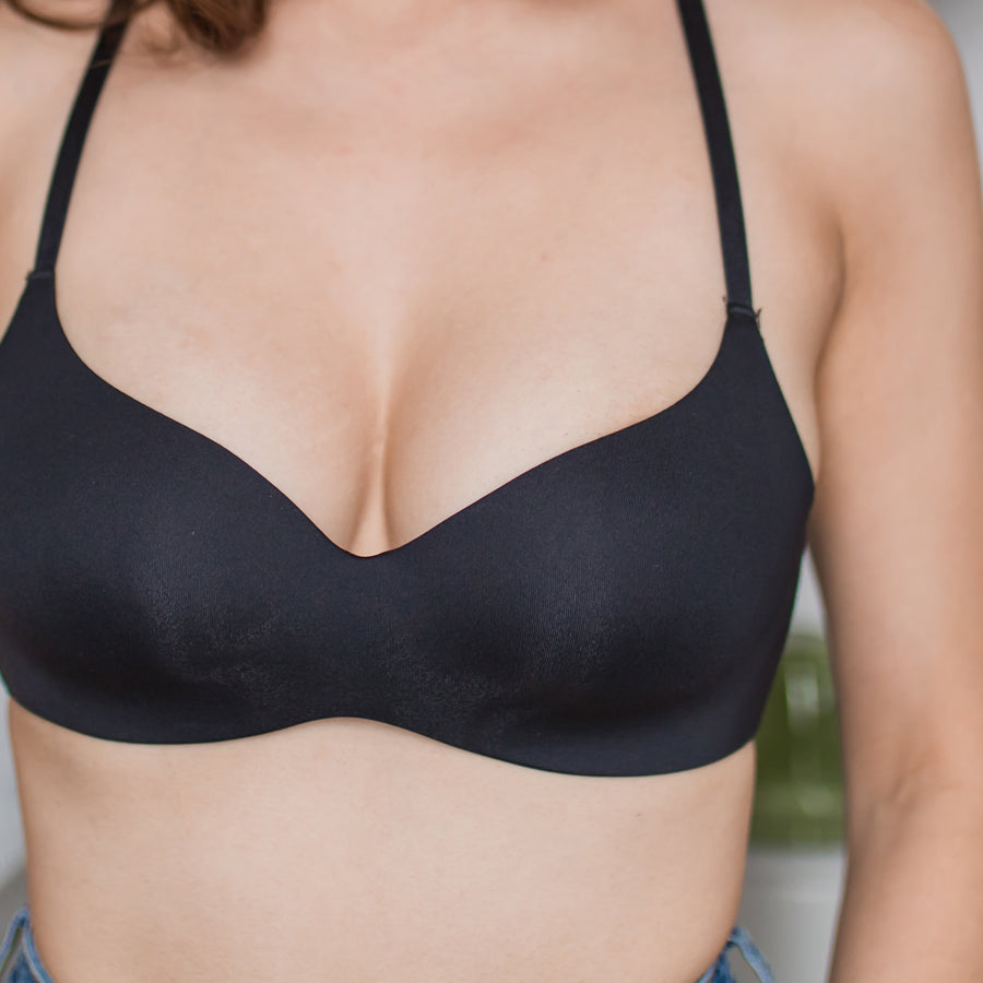 Ultimate Everyday Seamless Cross-Back Wireless Bra in Black