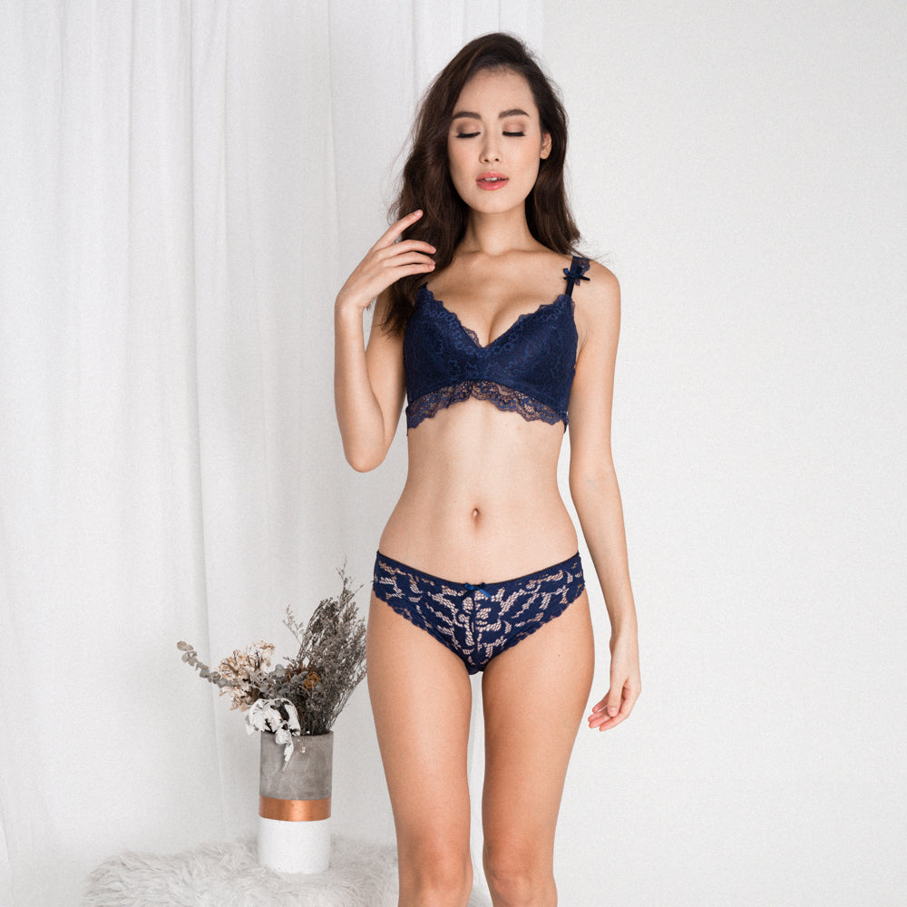 38dfa819f7013  RESTOCKED  Captivated with Lace Wireless Everyday T-Shirt Midi Bra in  Midnight Blue (Size S   L ONLY)