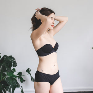 *RESTOCKED* Oomph! Matte 2-Way Wireless Super Push Up Bra in Vanilla Black