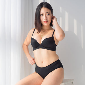 OOMPH! Velvet-Matte Seamless Bikini Cheeky in Black