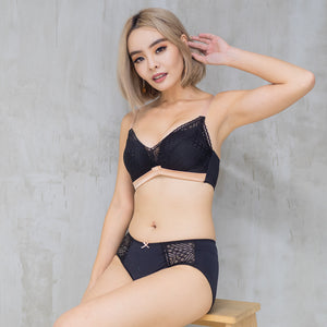 Lavish in Lace Push Up Wireless Bra in Black