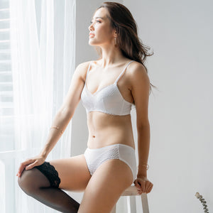 Easy-Breezy Ultra Soft Wireless Bra in White