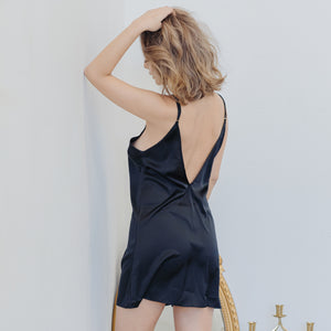 Cosy Queen! V-Back Nightgown in Black Beauty