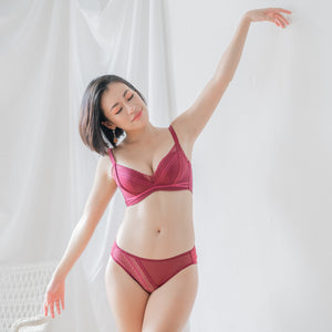 Flaunt it! Comfy Push Up Wireless Bra in Wine