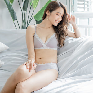 Ultra Comfy Lace Trim Wireless T-Shirt Bra in Light Grey