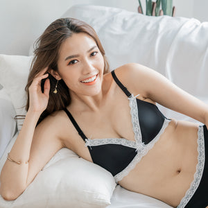 Ultra Comfy Lace Trim Wireless T-Shirt Bra in Black